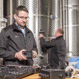 WFT Techniker installieren Gärsteuersystem