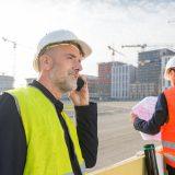 Architekt und Stadtentwickler besichtigen Wohnbauprojekt