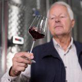 WFT - Winzer mit Weinglas
